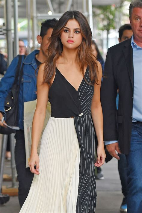Selena Gomez Cute Style Out In Manhattan 06052017