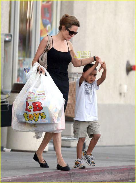 Angelina & Maddox's Toy Shopping Spree: Photo 695861