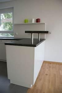 Regal Mit Arbeitsplatte : k che in weiss mit arbeitsplatte in granit optik ~ Michelbontemps.com Haus und Dekorationen