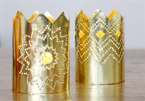 weihnachtsdeko aus papier ein kronleuchter  gold