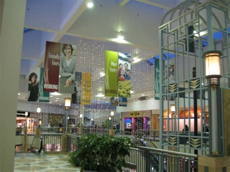 Lincoln Mall Related Keywords