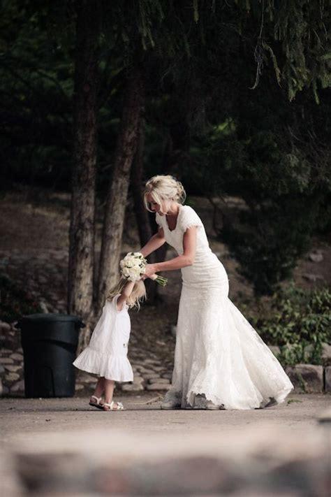 cute wedding photo ideas  bride  flower girl deer pearl flowers