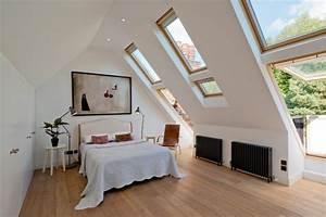 Chambre mansardee 30 idees d39amenagement et de deco for Chambre à coucher adulte moderne avec fenetre de toit 50x70
