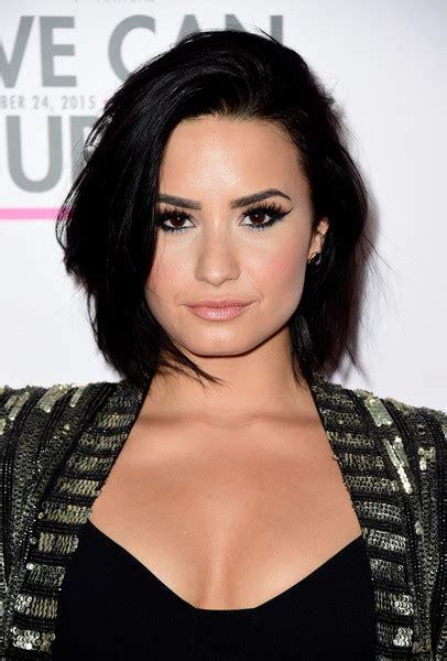 7 Times Demi Lovato Nailed Her Bob Haircut Makeup Tutorials