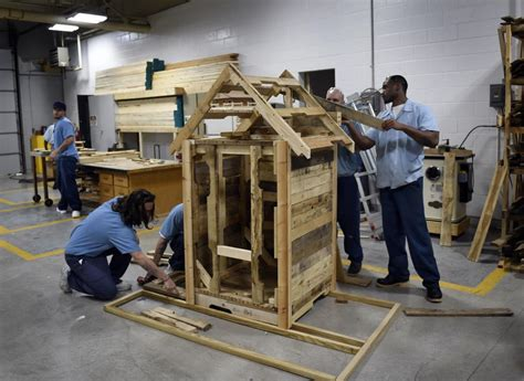 offenders  shawnee correctional build doghouses