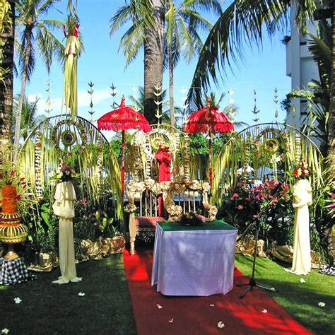 dekorasi pernikahan  bali tradisional modern