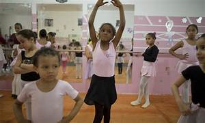 Girls from Brazil's favelas find escape in ballet | Daily ...