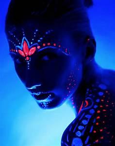 Maquillage Fluo Visage : peinture corps et visage moon fluo bleu intense aux ~ Farleysfitness.com Idées de Décoration