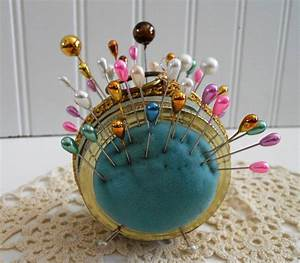 Vintage Pin Cushion with 40 Stick Pins