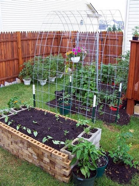 Diy Raised Garden Box With Trellis Beesdiycom