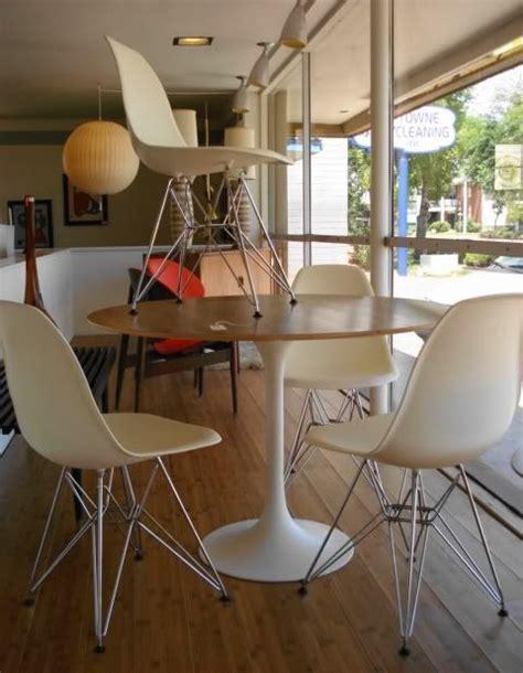 chaise eames blanche table ronde bois et blanche tulip et chaise eames blanches