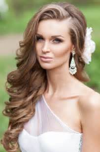 floral bridesmaids robes one side half up wavy wedding hairstyle with flower deer pearl flowers