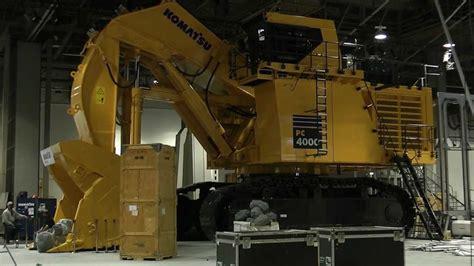 massive komatsu pc excavator youtube