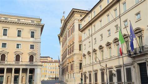 consiglio dei ministri italia a palazzo chigi il consiglio dei ministri al circo