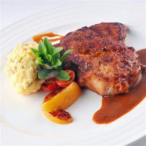 cuisiner cotes de porc recette côtes de porc charcutières