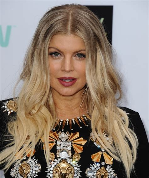 Fergie Long Wavy Casual Hairstyle   Light Blonde