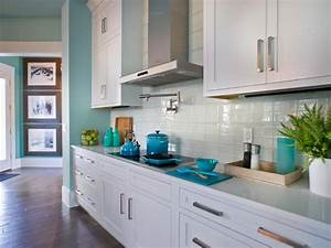 Glass tile backsplash ideas pictures tips from hgtv hgtv for Glass tile backsplash ideas pictures
