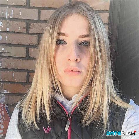 Amateur Teen Sylvia Loves Taking Selfies Of Attractive