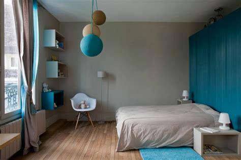 chambre adulte bleue ancienne maison dans la région parisienne totalement