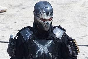 Crossbones (Removes Mask) + Captain America & Falcon Fight ...