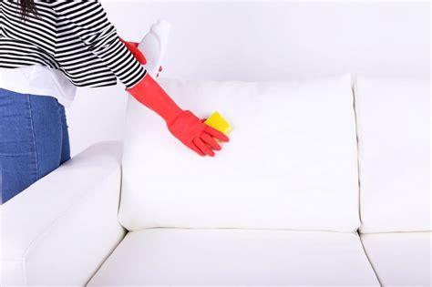 canapé bois et chiffon comment enlever des traces de jean déteint sur un canapé