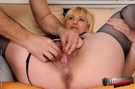 Stocking Mature Whore Gets Her Hairy Pussy Hard Fisted Pichunter