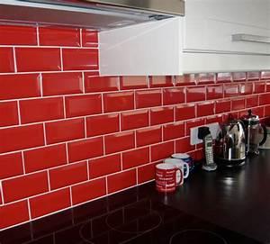 carrelage metro dans la cuisine une decoration tendance With carrelage adhesif salle de bain avec mur de led prix
