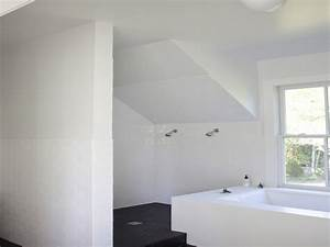 Tiny bathroom with sloped ceiling wwwenergywardennet for Small attic bathroom sloped ceiling