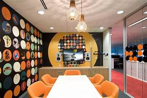 How your meeting room can make meetings cool we are for Office interior decoration items