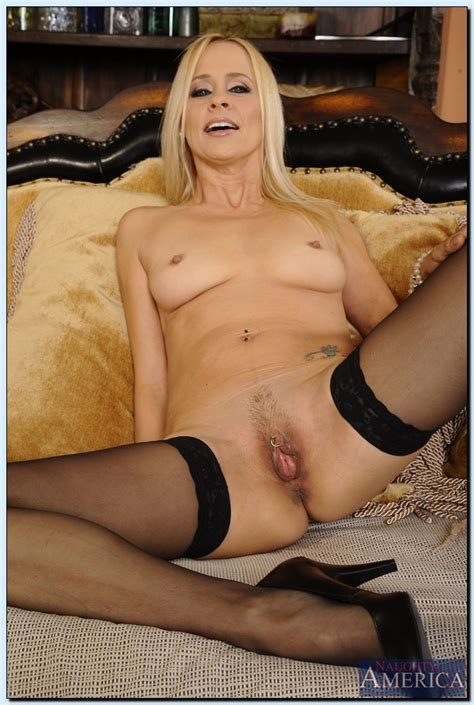 Mature Lady In Stockings Payton Leigh Gets Rid Of Her Dress And Lingerie Pornpics Com