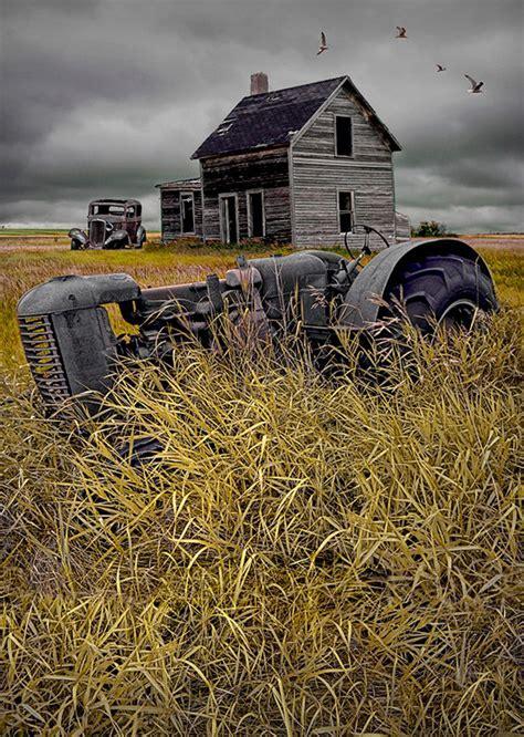 16 Elegant Pictures of Tractors