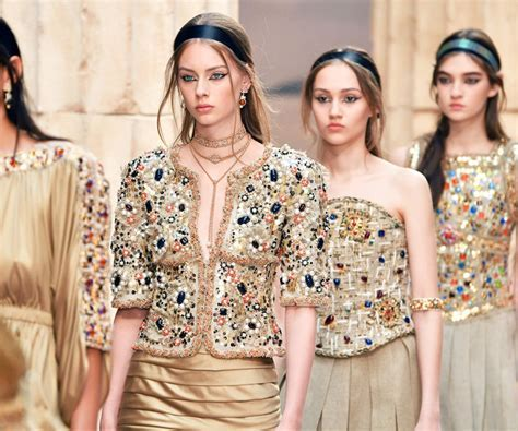 Chanel Cruise 2018 Channels Golden Ancient Greece
