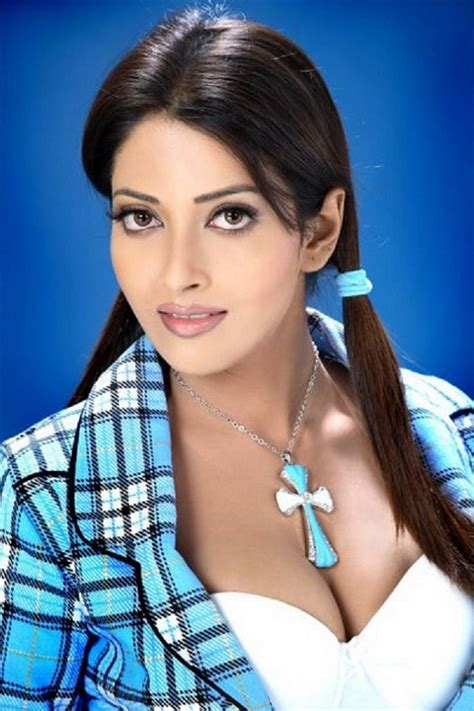 Cute Girls Awesome Indian Cleavage In Tight Tops