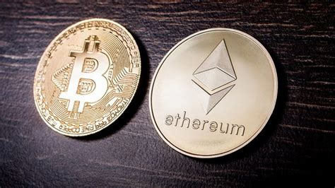 Bitcoin caps its supply of 21,000,000 coins. Bitcoin vs Ethereum (2021 Edition) - Securities.io