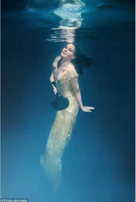 Linzi Stoppard models low cut black gown in Emma Jane Lewis underwater shoot | Daily Mail Online