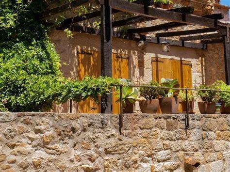 Pergola Mediterranes Flair Fuer Den Garten by So Gestaltet Ihr Euren Garten Mediterran F 252 Nf Schritte