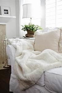 le meilleur plaid en fourrure en 40 photos inspirantes With tapis yoga avec jeté de canapé imitation fourrure