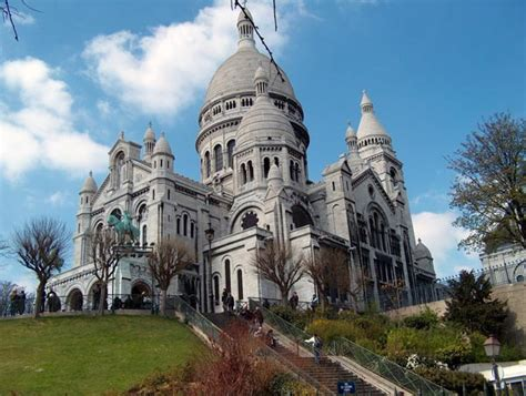 World Visits Montmartre Most Popular Hill In Paris France