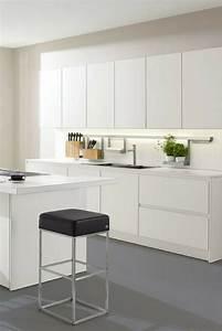 Küchen Mit Glasfront : 119 besten wei e k chen k chen design ganz in wei bilder auf pinterest arbeitsplatte ~ Watch28wear.com Haus und Dekorationen
