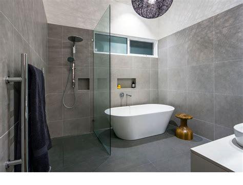 Kleines Badezimmer Mit Walk In Dusche by Badezimmer Design Ideen Designs Kleine Mit Wanne