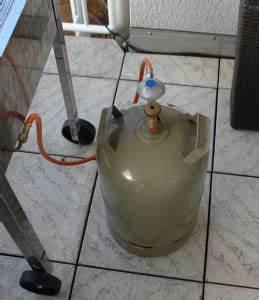 Camping Gasflasche Klein : rote gasflaschen finest dies ergibt sich unter anderem ~ Jslefanu.com Haus und Dekorationen