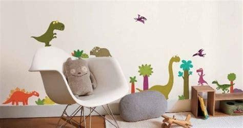 deco chambre dinosaure décoration de chambre thème dinosaure momes