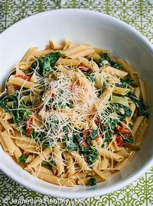 Easy Pasta with Spinach Tomatoes and Parmesan Cheese ...