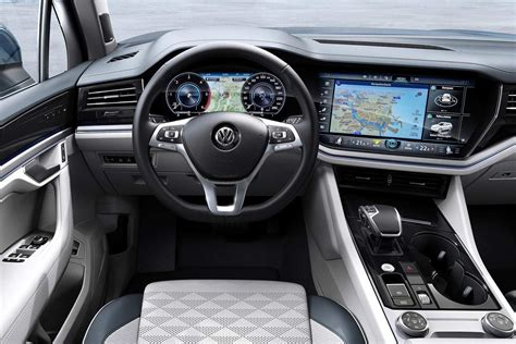 volkswagen touareg interior   autobics