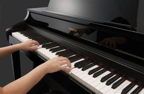 Alat musik melodis adalah alat musik yang umumnya mengatur melodi pada suatu lagu, biasanya alat musik ini tidak bisa suling adalah alat musik berasal dari jawa barat. 11 Contoh Alat Musik Melodis Beserta Gambar dan Penjelasannya