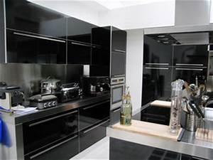 Cuisine equipee noir ilot de cuisine design cuisine for Idee deco cuisine avec cuisine equipee noir laque pas cher