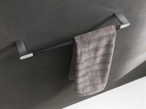 porte serviettes noir design pour salle de bain photo 13 20 un joli porte serviette mural d