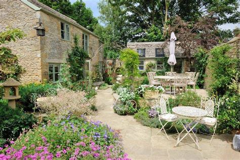Picturesque Courtyard Garden by Vrbo 1845464ha Traditional Cotswold Cottage