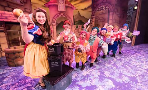 panto stars  bnes council highlight importance  christmas recycling bath echo