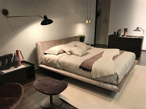 chambre à coucher originale ce qui est gnial avec le lit flottant cuest quuil